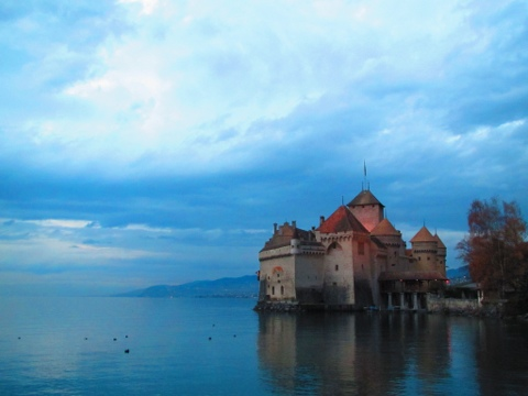 Switzerland – Lausanne and Lessons in Cheese, Dancing & Kissing in 3's